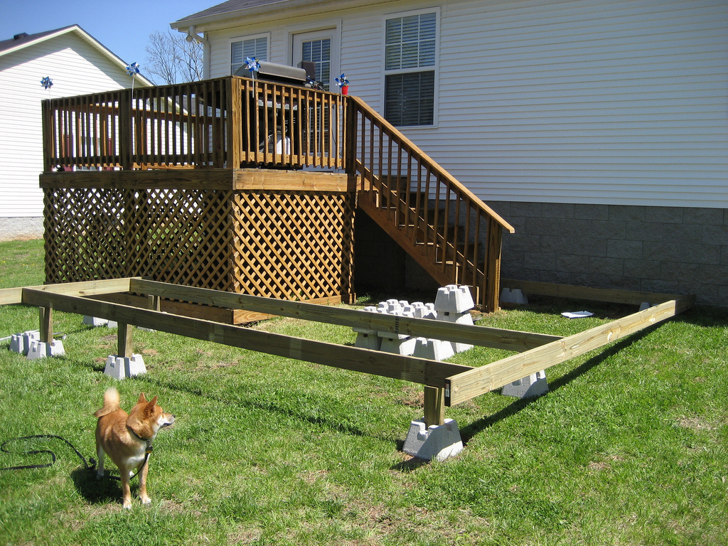 Deck floating foundation