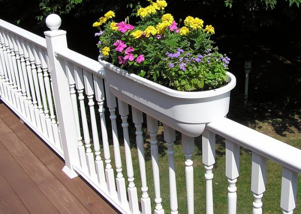 Deck rail garden box