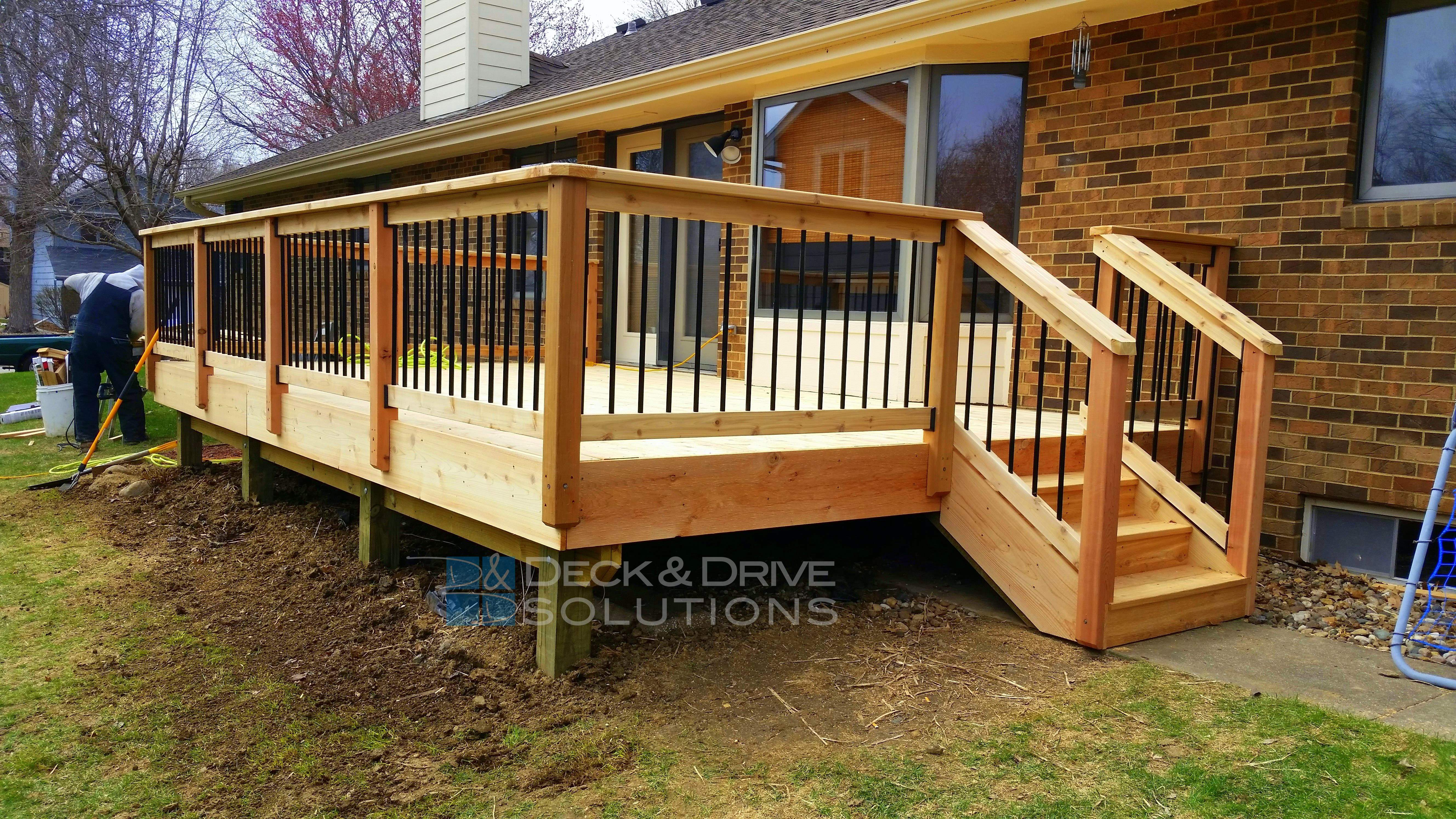 Deck with spindles