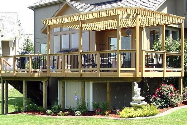 Elevated deck with pergola