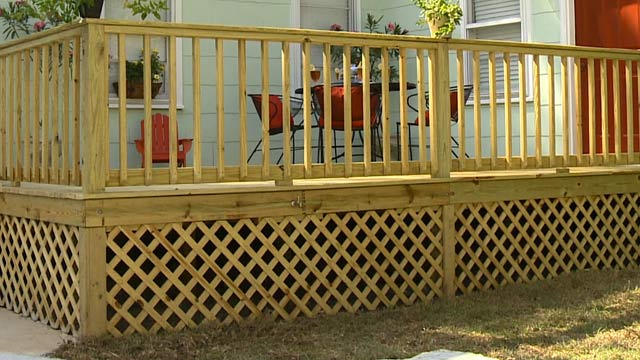 Lattice deck skirting installation