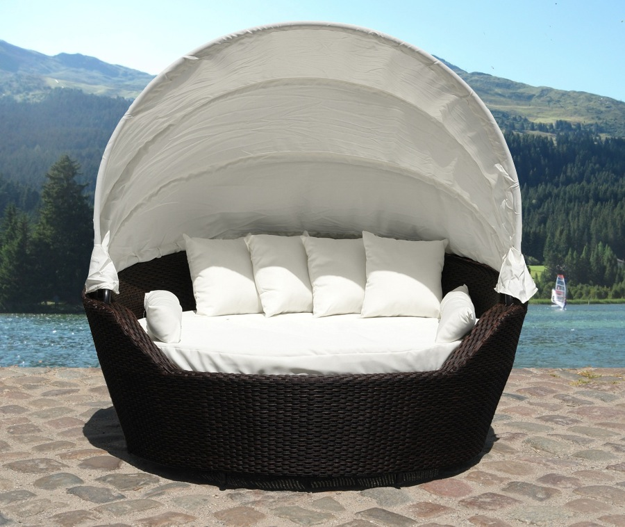 Outdoor canopy daybed