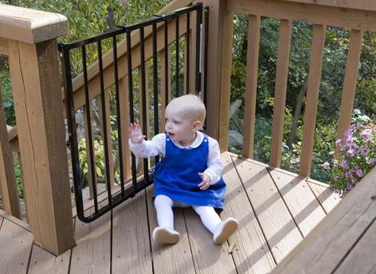 Outdoor deck gate toddler